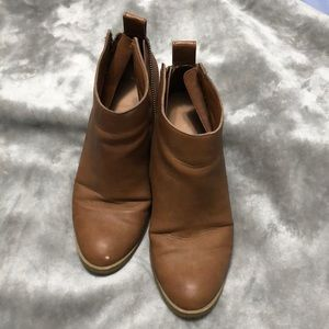 Size 8 1/2 brown-tan bootie